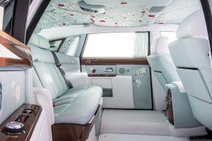 Krásne vyzerajúci interiér drahého auta